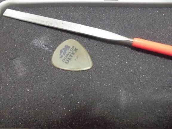 ギターのピックの加工