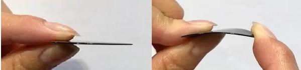 Medium(ミディアム):約0.7mmのピック