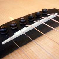 アコースティックギターのサドル