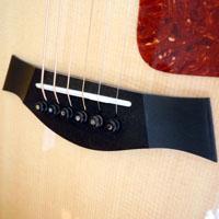アコースティックギターのブリッジ