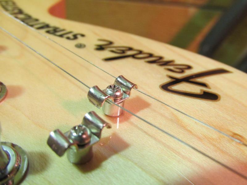 エレキギターのストリングスガイド(ストリングツリー)