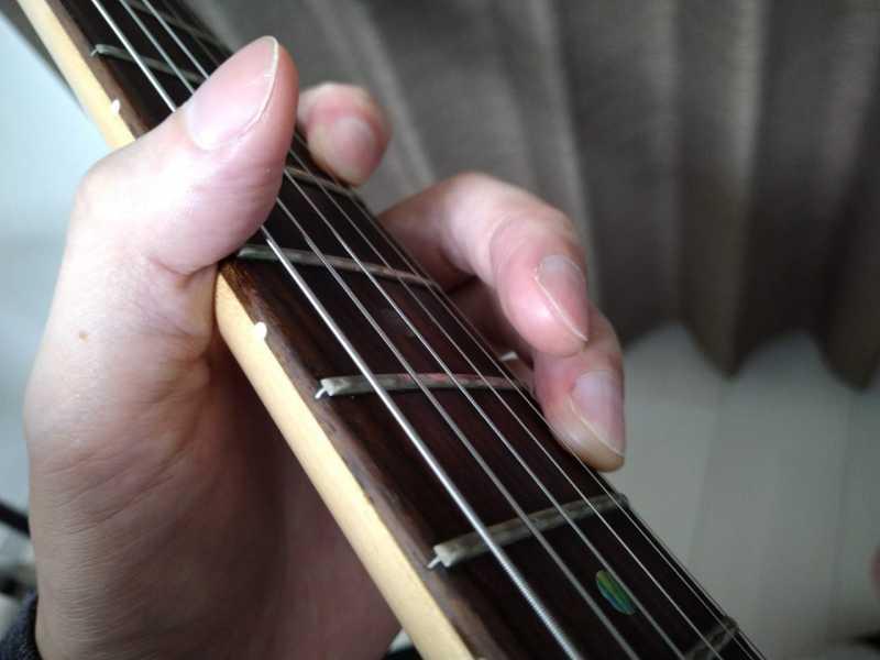 ギターのタッピング奏法の左手のやり方