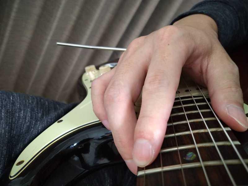ギターのタッピング奏法の右手のやり方