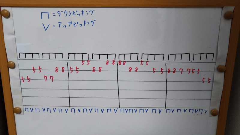 練習フレーズ3:三連符を使ったオルタネイトピッキングのフレーズ
