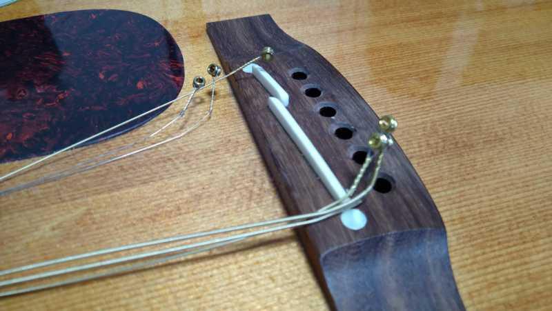 ギターの弦を外していく