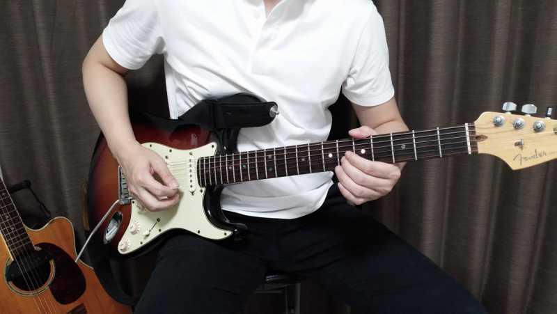 ギターの右手のピッキングの構え方