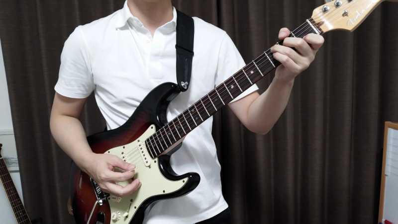 エレキギターの立つときの構え方を正面からみた場合