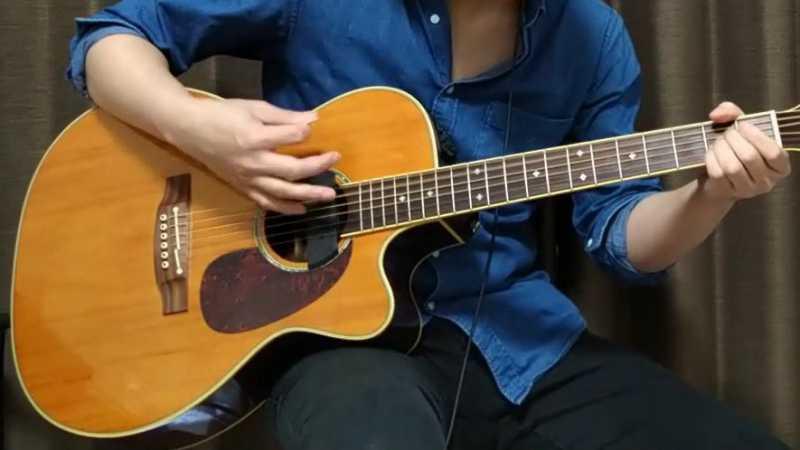 ギターのダウンストローク前
