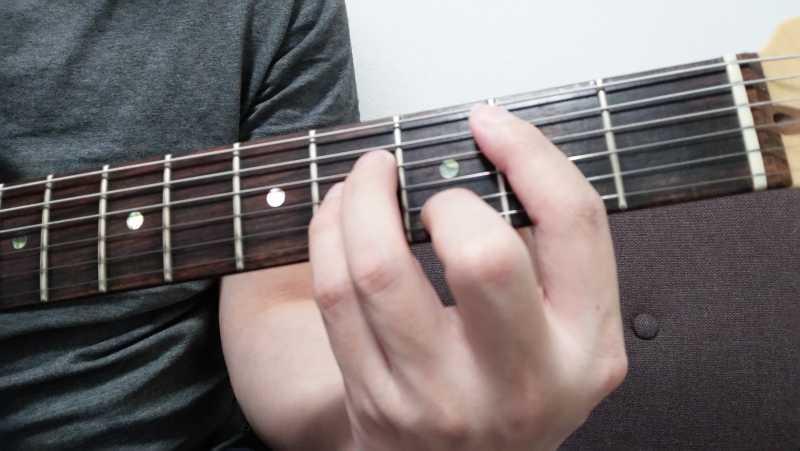 ギターのアルペジオ奏法の左手のやり方