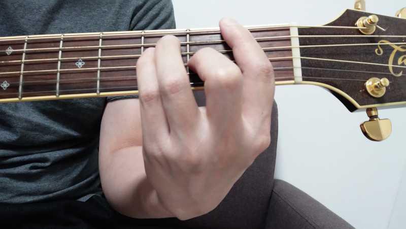 ギターのFコードの押さえ方の練習