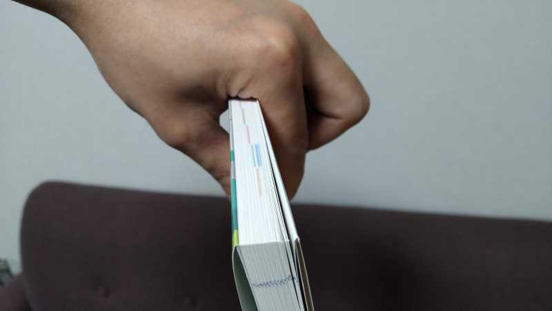 Fコードの親指の位置の探し方は本を逆さにつかんでみる