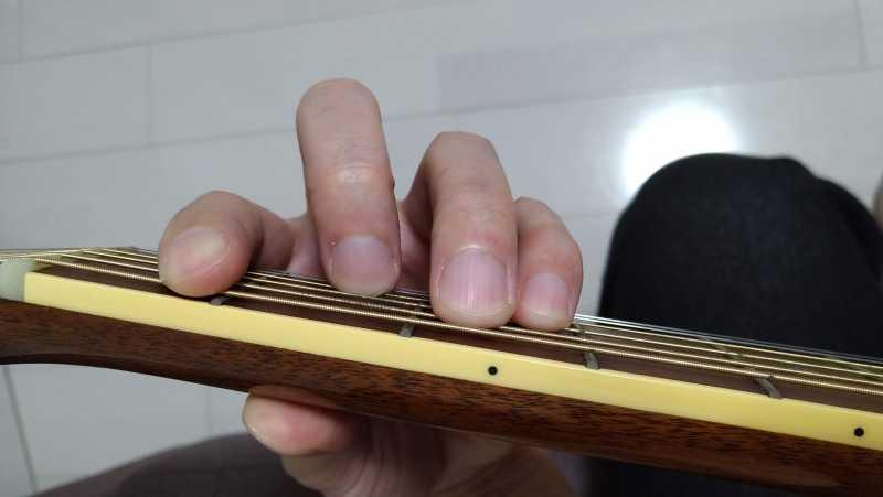 ギターのFコードの押さえ方のコツ