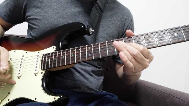 ギターのグリッサンド(グリス)の左手のやり方