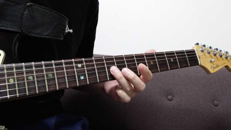 スライドで音が途切れる場合は、指の形を維持できていないことが原因になっている場合が多い