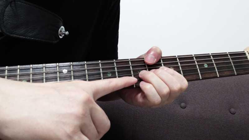 スライドするときに指が痛い場合は、全般的に力を入れ過ぎていることが原因になっていることがある