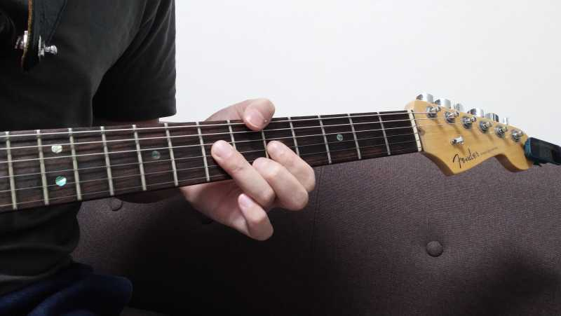 ハンマリングで音量ができない場合は、弦をたたきつけている指先の位置と角度が悪い