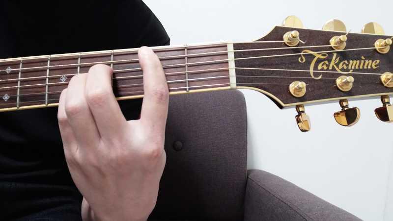 Bコードでセーハで押さえて鳴らす音は「5弦・1弦」のみ