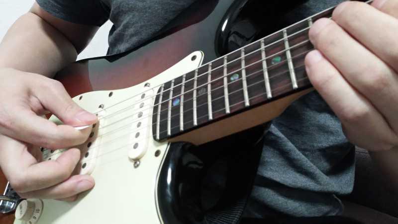 ギターのカッティング奏法の右手のやり方