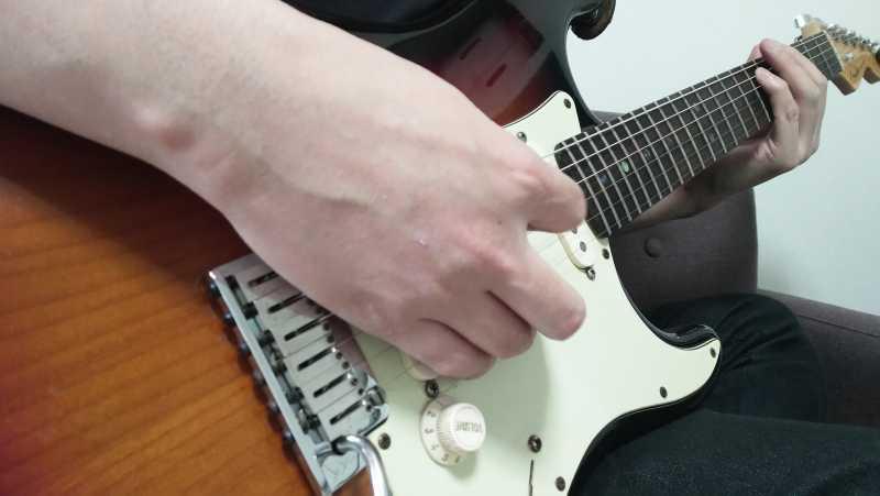 ギターのブラッシングの右手のやり方