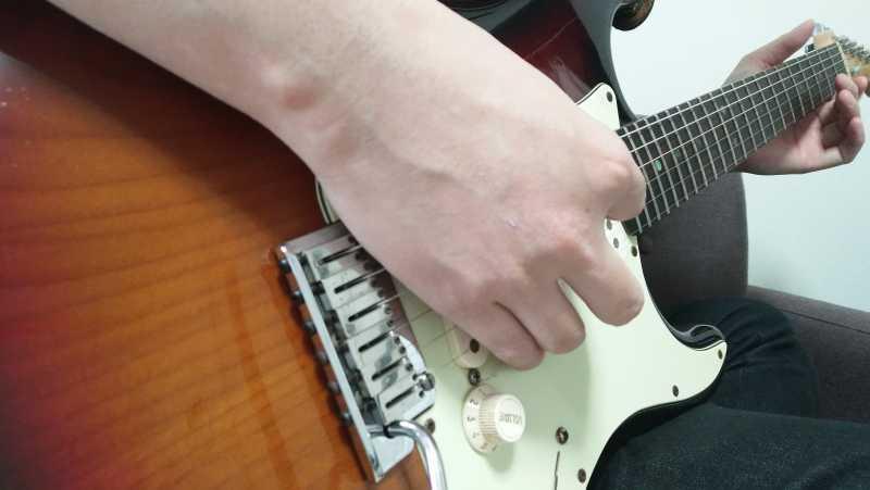 ギターのブリッジミュートの右手のやり方