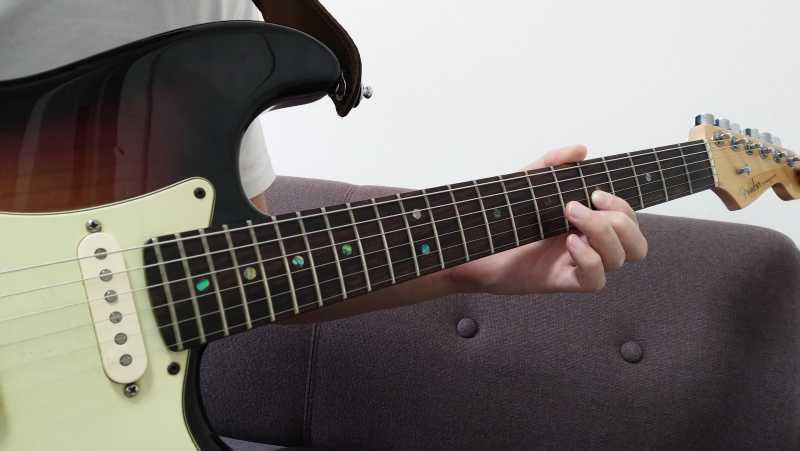 プリングは「指で弦を引っかける動作」は最小限にすることがコツ