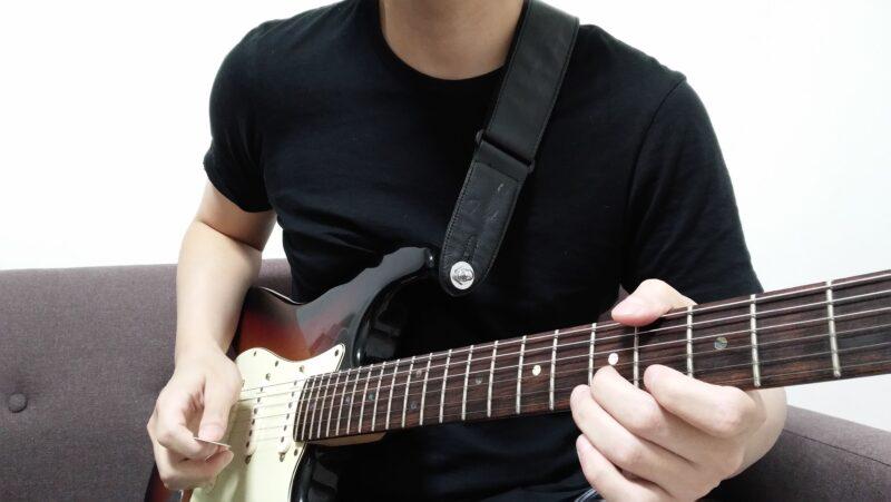左手で開放弦を鳴らす
