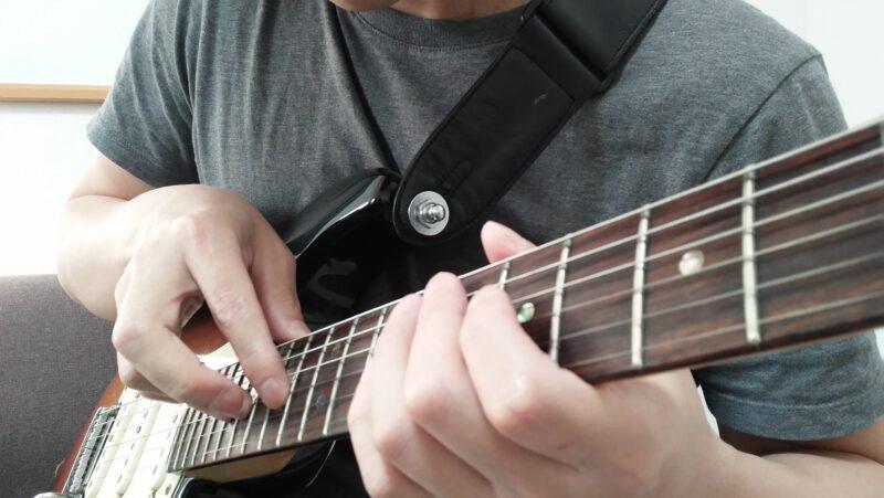 ギターのエイトフィンガー奏法のやり方